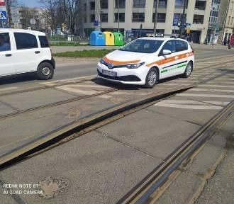 Dramat pasażerów na ul. Kościuszki trwa. Ponownie wybrzuszyła się szyna!