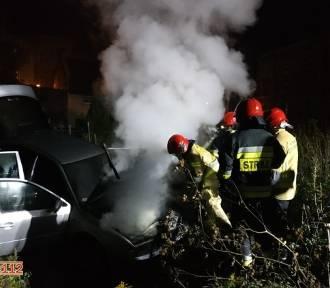 W centrum Kluczborka paliła się skoda [wideo, zdjęcia]
