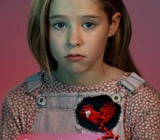 Jak rozmawiać z dzieckiem o cyberprzemocy? Ruszyła kampania SOS Wioski Dziecięce