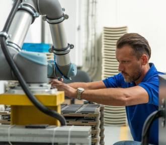W suwalskiej fabryce AQUAEL roboty przejmują najbardziej uciążliwe prace