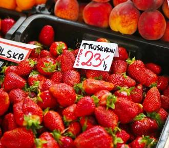Truskawki, czereśnie, bób. Ile dziś kosztują owoce i warzywa? Sprawdziliśmy!