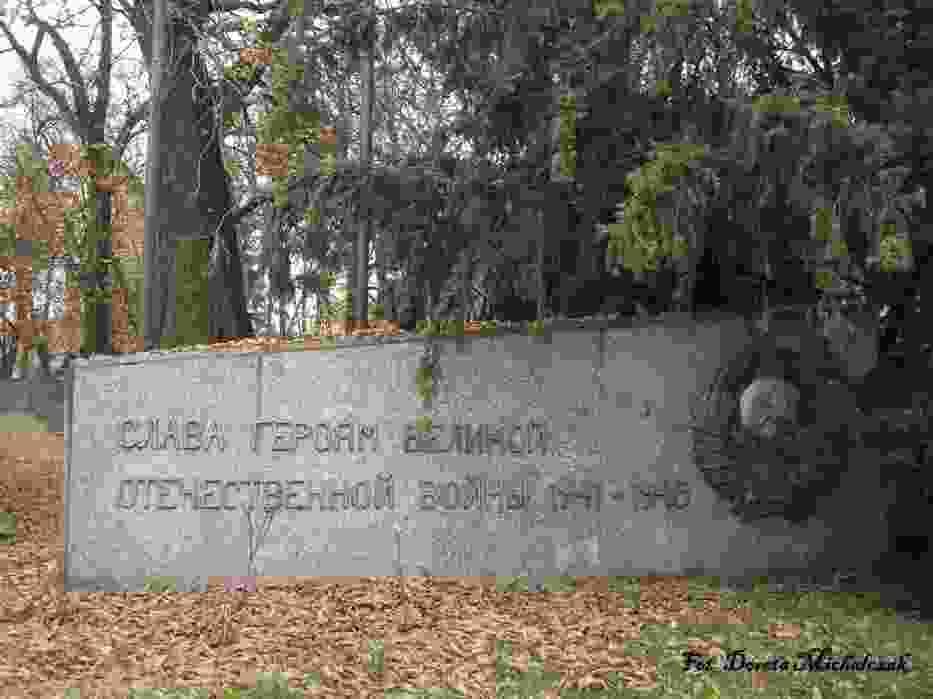 Cmentarz znajduje się przy ulicy 5 Stycznia