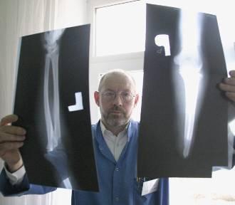 Odciętą rękę lekarze przyszywali przy piosenkach Mieczysława Fogga (ROZMOWA)