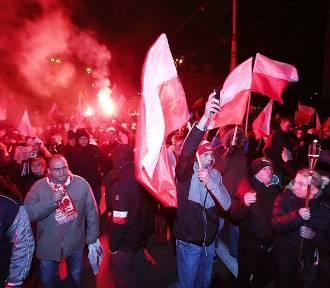 5 osób rannych, 13 osób zatrzymanych na Marszu Niepodległości we Wrocławiu [FILMY, ZDJĘCIA]