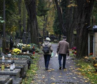 Co z cmentarzami we Wszystkich Świętych? Minister zdrowia odpowiada