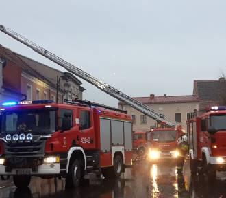 Przewrócony komin i pożar - strażacy mieli co robić [ZDJĘCIA]