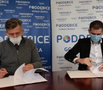 Droga Golice-Małe w gminie Poddębice zyska nową nawierzchnię. Umowa podpisana (fot)