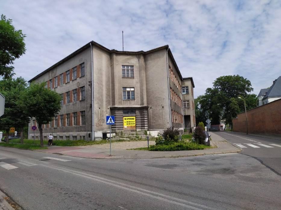 Stary szpital straszy w centrum Lublińca