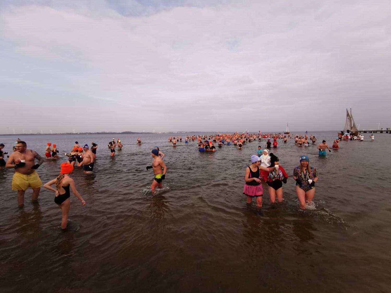 VI Zaślubinowe Morsowanie w Pucku (Zaślubiny Polski z Morzem 2020)