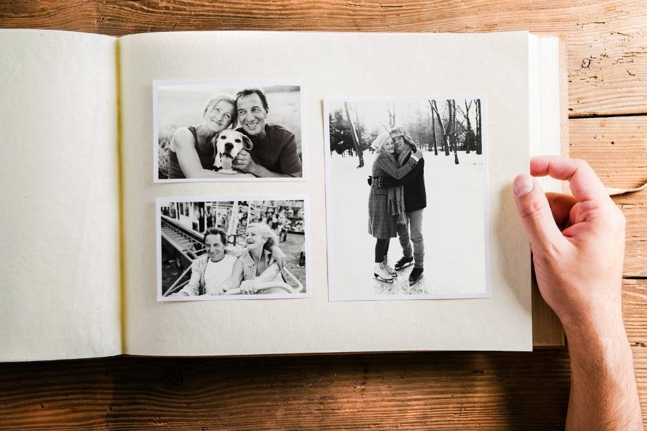 Album ze zdjęciamiAlbum ze zdjęciami to prezent, który można przygotować stosunkowo szybko, a na pewno bez konieczności zamawiania czegokolwiek online