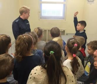 Uczniowie chętnie odwiedzają malborskich policjantów. Kolejna wizyta w komendzie