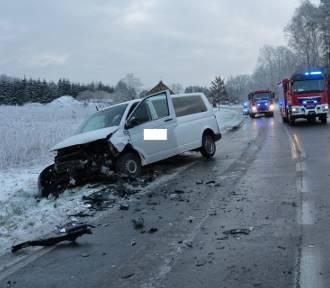 Wypadek na trasie Jastrzębsko Stare - Sękowo. Dwa auta zderzyły się czołowo [ZDJĘCIA]