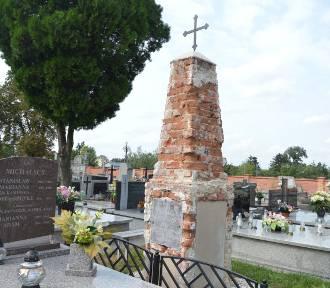 Odnowiony grób za pieniądze z kwesty PTTK w Łowiczu znów wymaga naprawy [Zdjęcia]