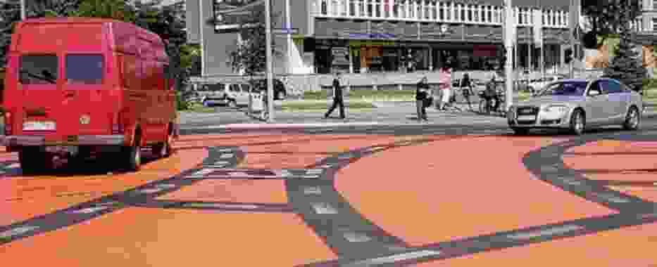 Kolorowe skrzyżowanie ma zmusić kierowców do myślenia