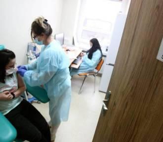 Szczepienia przeciwko COVID-19 w Śląskiem. Ile już wykonano?