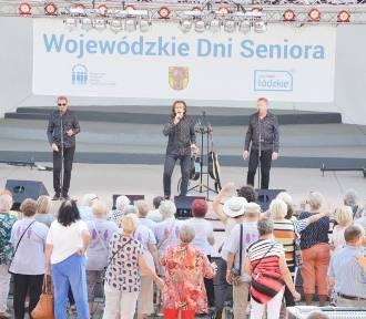 Wojewódzkie Dni Seniora 2019 w Łowiczu. Grupa VOX bawiła prawie tysiąc osób [ZDJĘCIA]