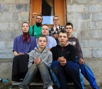 Odwiedziliśmy jedyną w Polsce rodzinę amiszów. Jak żyją, jak mieszkają? [ZDJĘCIA]