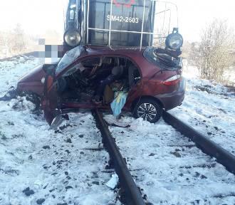 Tuczno: Doszło do zderzenia osobówki z pociągiem