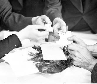 Choinka, prezenty i wigilijny stół na archiwalnych zdjęciach. Zobaczcie zdjęcia!
