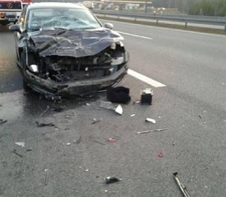Zderzenie ciężarówki i samochodu osobowego na autostradzie w Bielawkach [ZDJĘCIA]