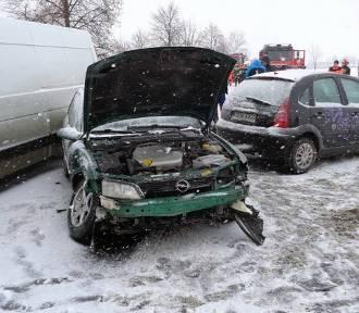 """Wypadek w Subkowach. Zderzyło się 5 pojazdów. """"Jedynka"""" zablokowana! [ZOBACZ ZDJĘCIA]"""