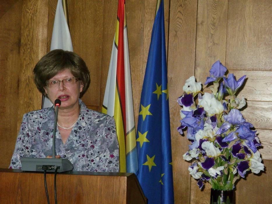 Współautorka Ewa Siemaszko podczas prelekcji