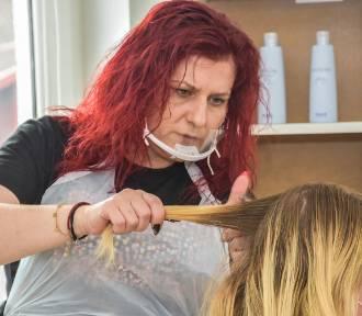 """Szamotuły. Salon fryzjerski """"Magiczne Cięcie"""" ruszył z przytupem. Okres postoju umocnił jego"""