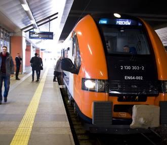 Pasażerowie narzekają na rozkład jazdy pociągów i apelują o jego zmianę