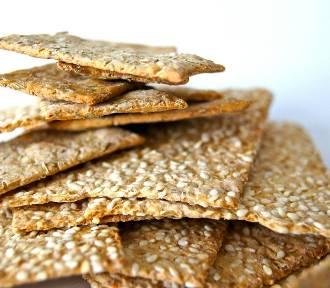 Sanepid ostrzega: nie jedz tych sezamków! Ze sklepów wycofywany jest też sam sezam