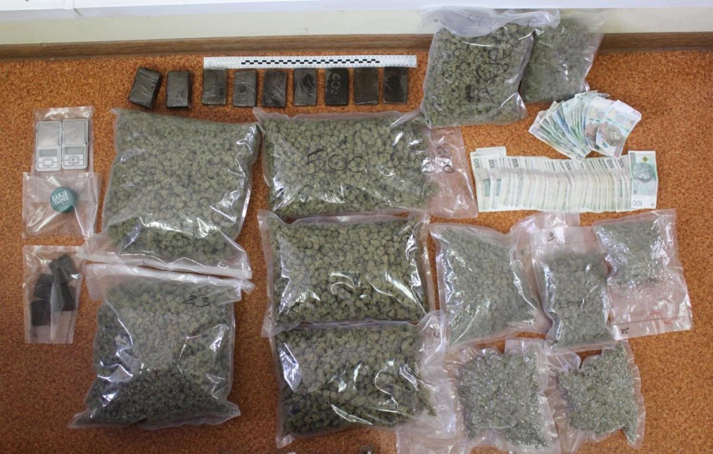 Narkotyki i sprzęt do ich porcjowania znalezione przez wadowicką policję