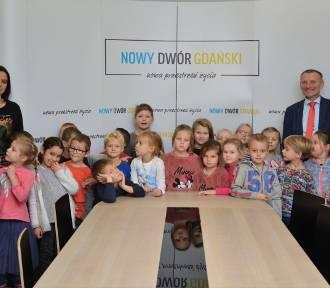 Nowy Dwór Gdański. Przedszkolaki odwiedziły burmistrza i sprawdziły, jak pracują urzędnicy
