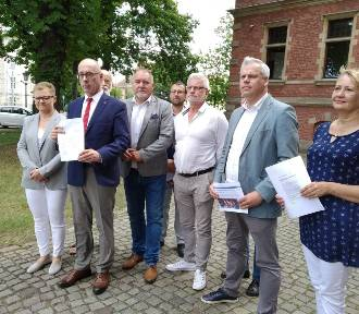 Radni PiS krytykują gdański portal za tekst o wiecu Donalda Tuska. Miasto odpowiada