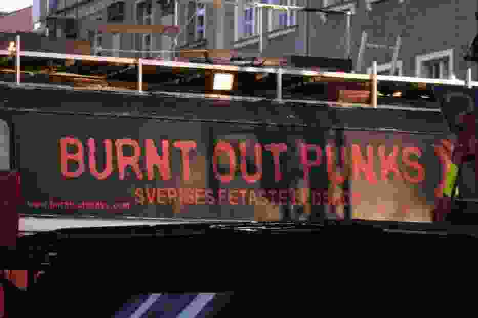 Burnt Out Punks to szwedzki teatr ognia