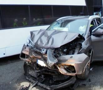 Zarzuty dla ukraińskiego kierowcy autobusu za niedzielny karambol na autostradzie A4 w Damienicach