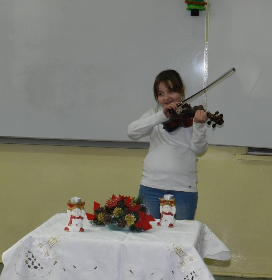 Danusia już drugi rok uczęszcza do szkoły muzycznej
