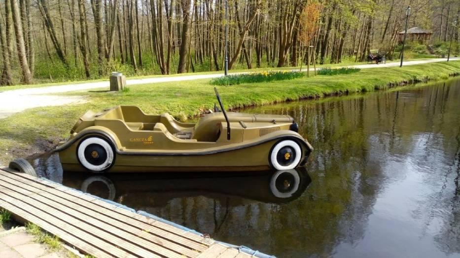Rowery wodne w parku w Wejherowie