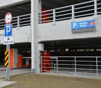 Tarnów. Parking przy dworcu za symboliczną złotówkę