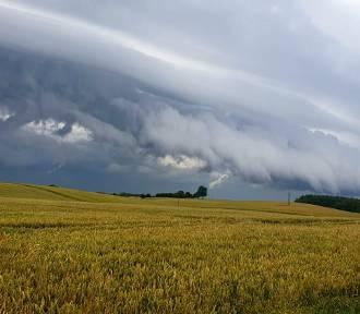 Burza nad Pruszczem w obiektywie Czytelników! Piękna i przerażająca