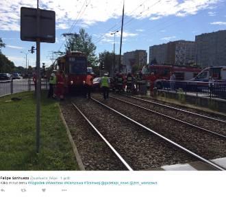 Zderzenie tramwaju z samochodem na Woronicza. Jedna osoba ranna [ZDJĘCIA]