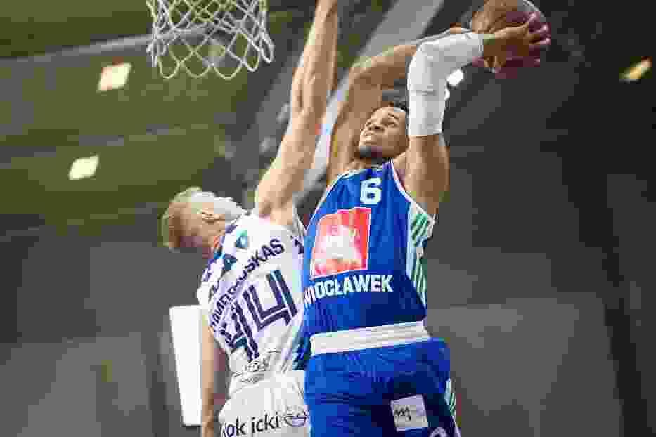 W meczu z MKS Dąbrowa Almedia zdobył 20 punktów