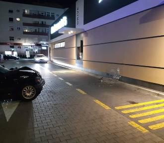Samochód wjechał w restaurację McDonald's w Sieradzu ZDJĘCIA