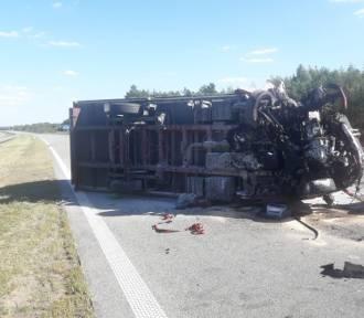 Wypadek na S8. Ciężarówka zablokowała drogę ZDJĘCIA