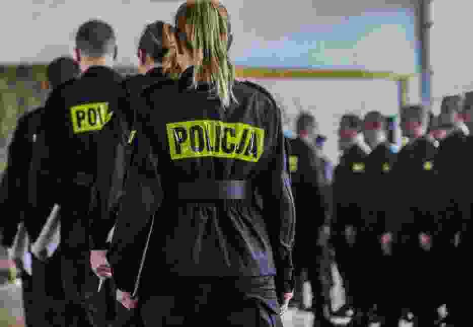 ZAROBKI W POLICJI 2018. ILE ZARABIAJĄ POLICJANCI? ILE ZARABIA KOMENDANT A ILE DETEKTYW? [STAWKI NETTO, DANE OD ZWIĄZKÓW ZAWODOWYCH]