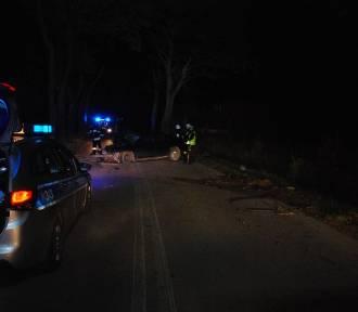 Wejherowo. Wypadek samochodu osobowego w Kamieniu. 19 – latek uderzył w drzewo| ZDJĘCIA