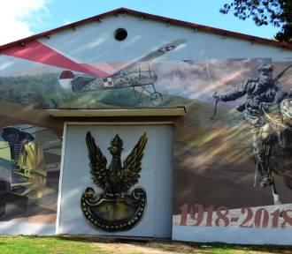 Wielki mural na wielką rocznice stulecia odzyskania Niepodległości w Lubuskim Muzeum Wojskowym