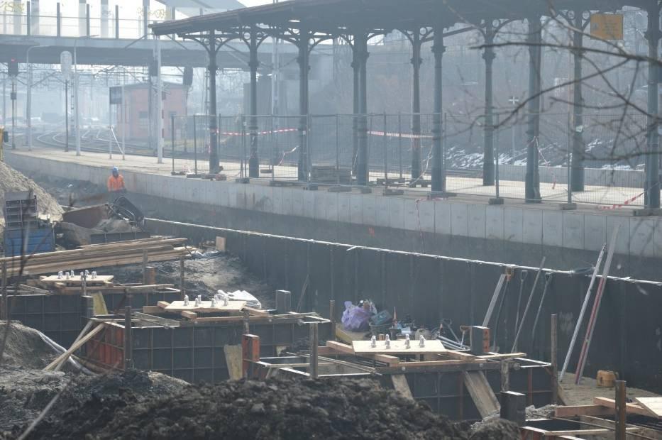 Trwa budowa nowego peronu na stacj Opole Główne