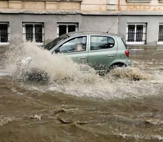 Po burzy woda zalała kilka ulic w Przemyślu [ZDJĘCIA]