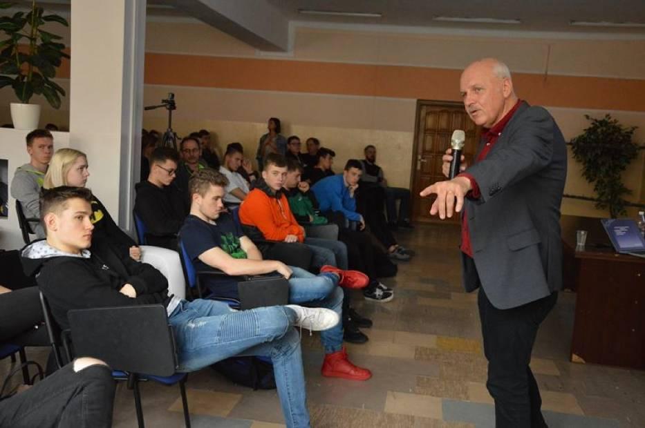 Tomasz Zubilewicz gościł w Zespole Szkół Ponadgimnazjalnych nr 3 w Bełchatowie