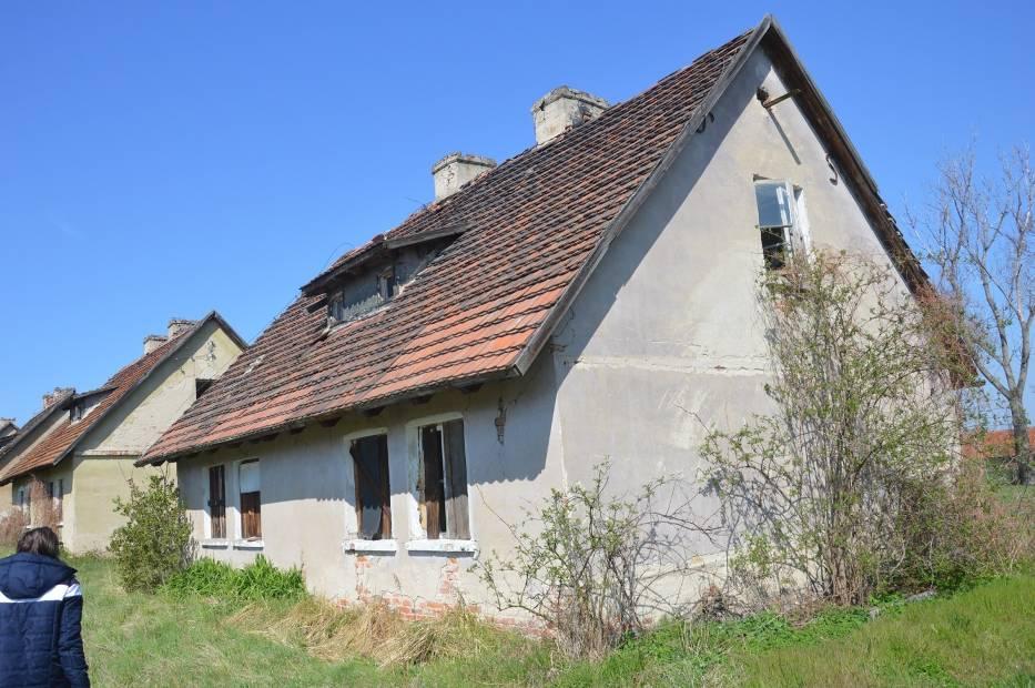 Mieszkańy opuścili te domy lata temu
