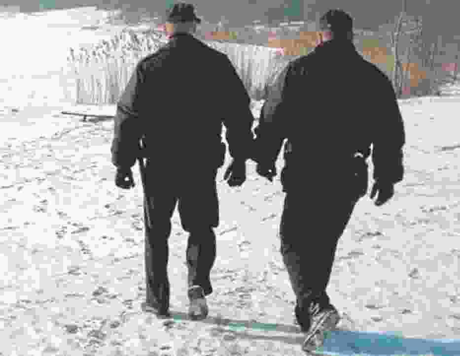 Policjanci z Piły uratowali dwóch bezdomnych i psa